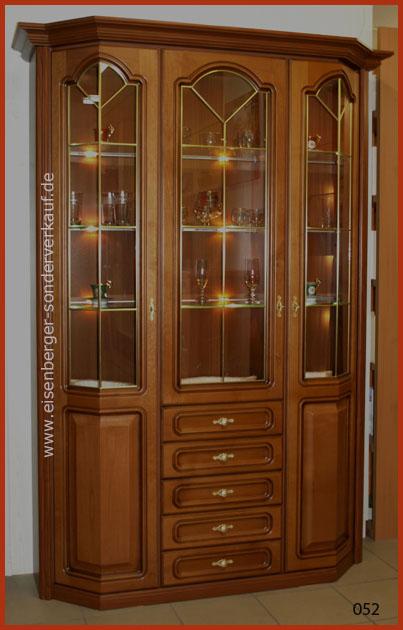 B:140cm H:199cm T:48cm Vitrine Rustica, nussbaumfarbig cognac mit Glasbodenbel.